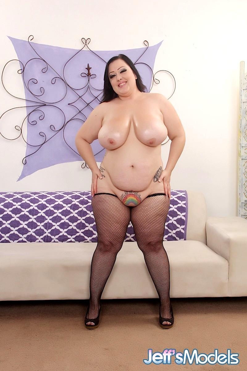 Bunny de la cruz uses her big titties and gets fucked 1