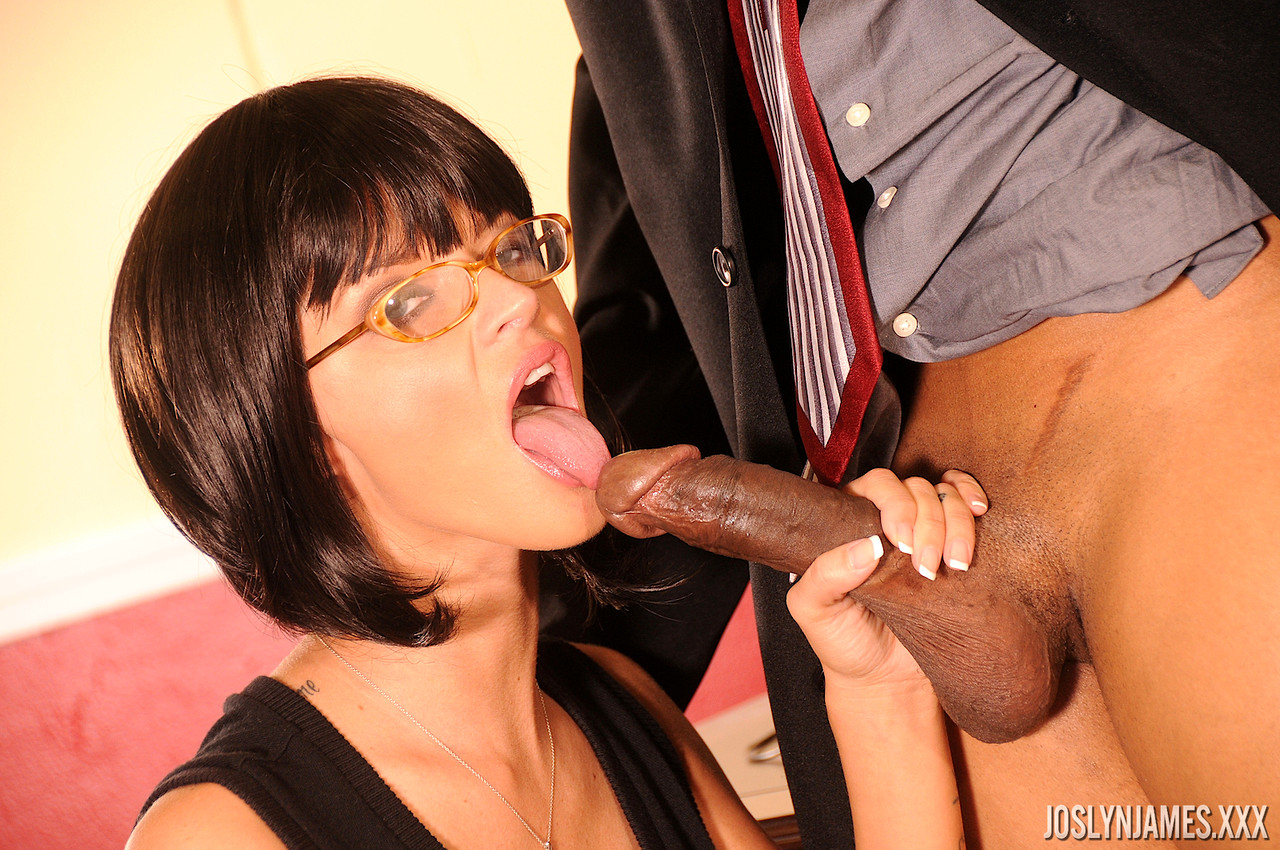 Sucking my boss's cock for a raise