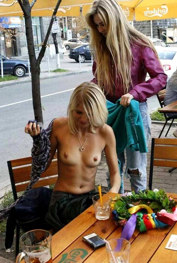 pics-topless-in-public-places-movies-lesbian