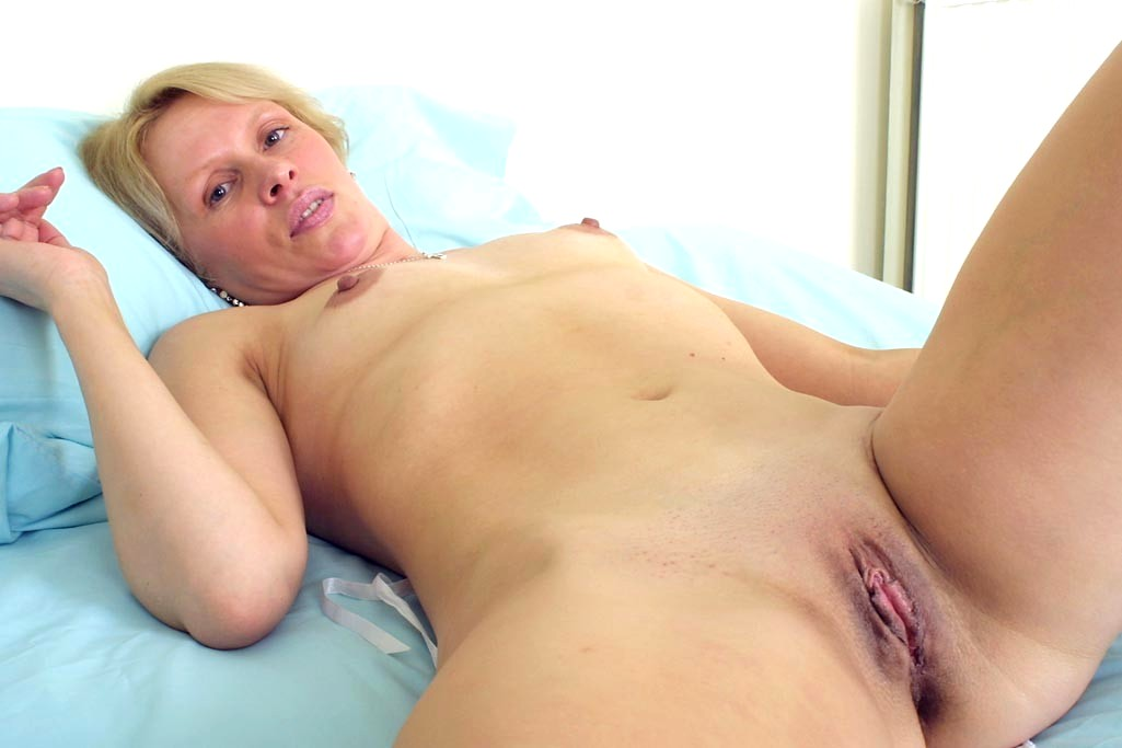 Kinky mature mom first time masturbation photo