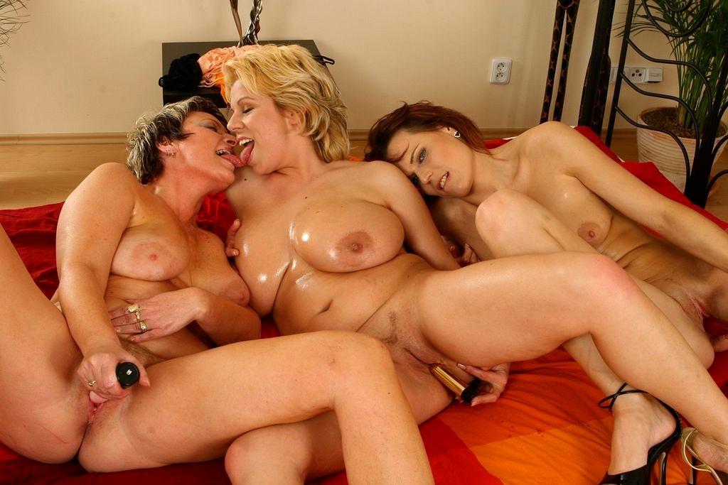 Free mature lesbians pics, hot older women