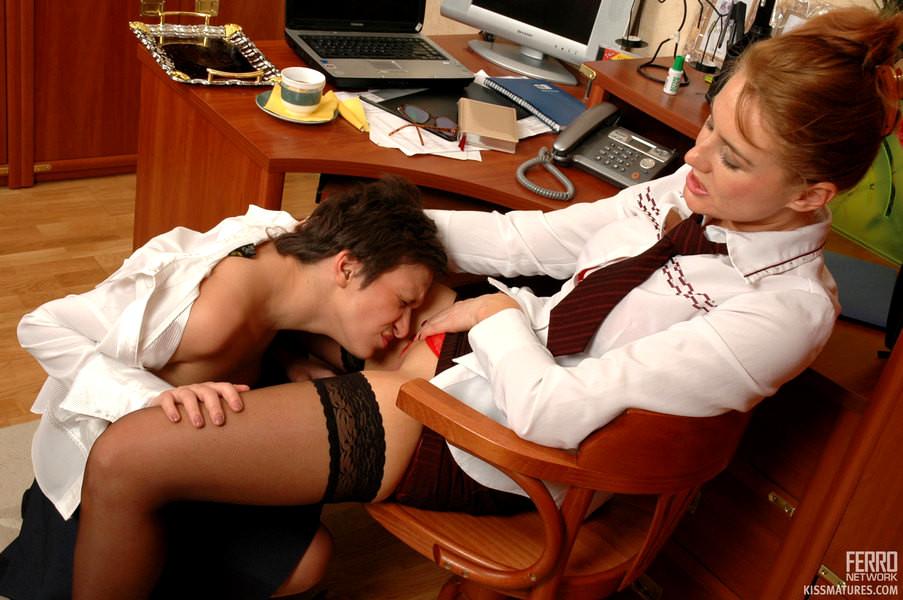 Заставила лизать секретаршу 13