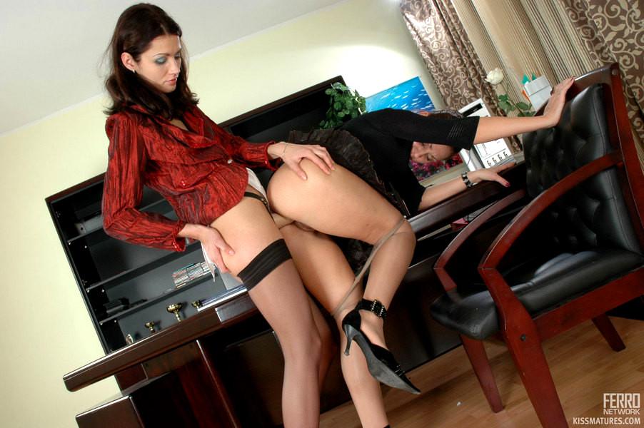 Порно лесби секретарши со страпоном