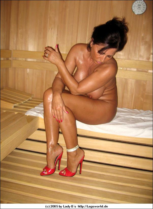 Nackt lady b Lady legsworld