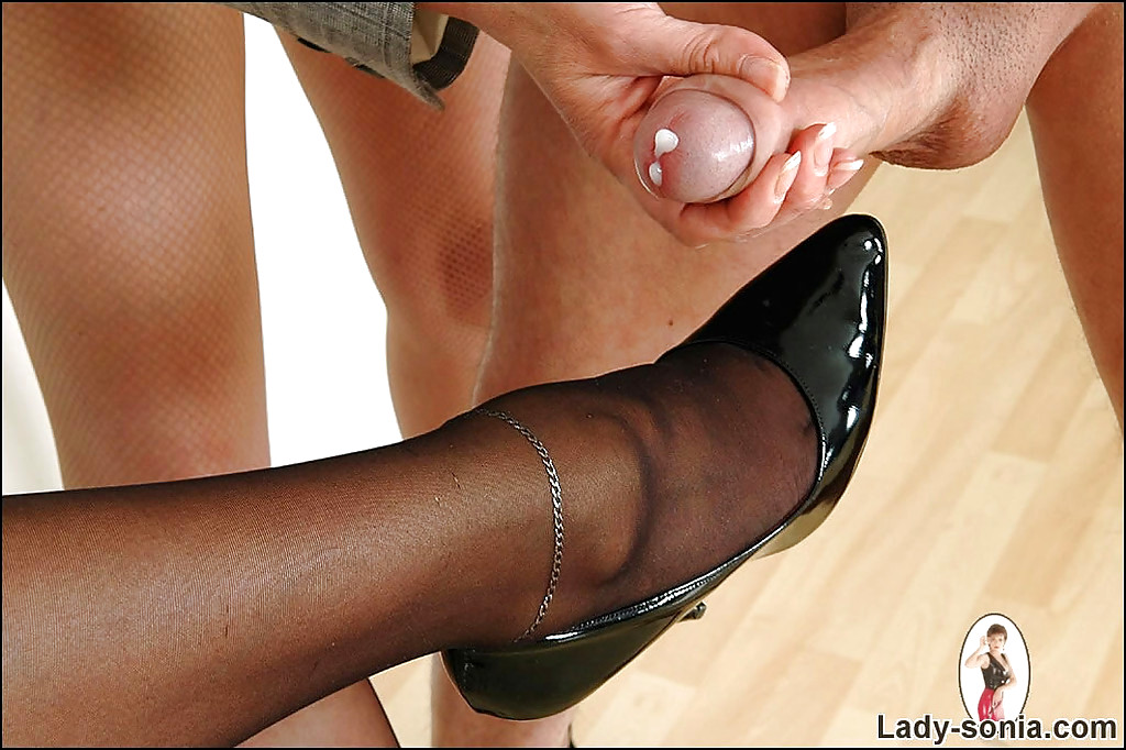 Leather slut with rosebud love outdoor sex - 1 part 2