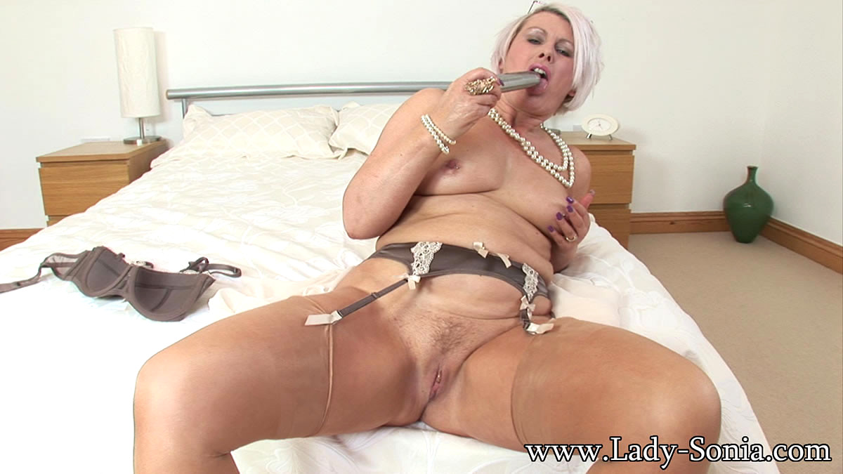 British milf masturbates alone video-9425