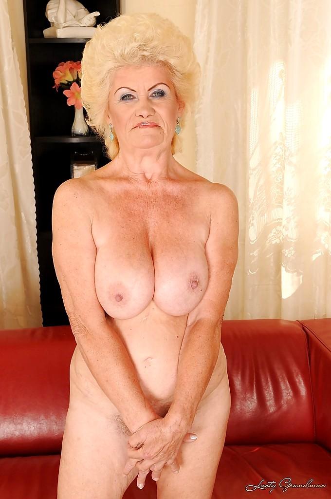 Фотки красивых голых старушек