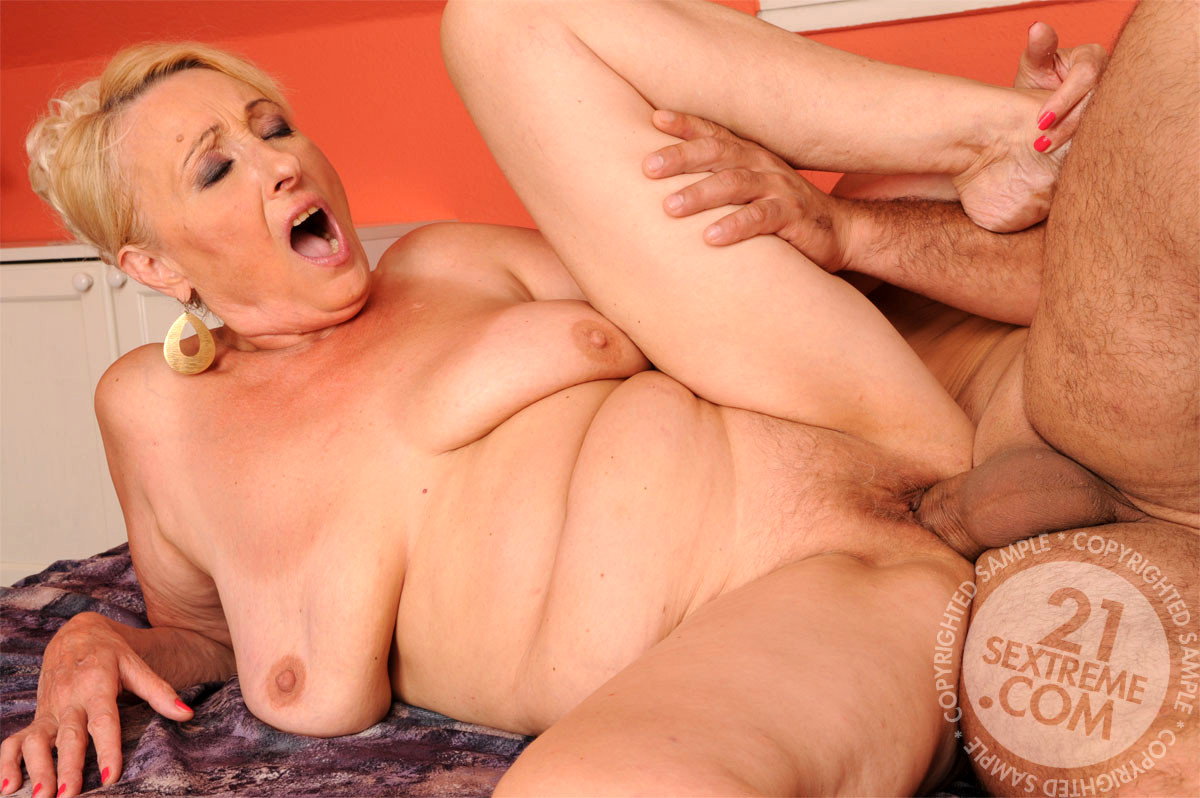 double penetration fucking machines blonde