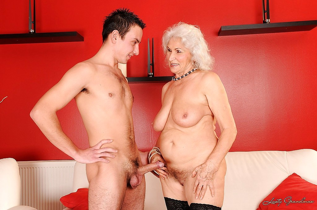 Порно молодой для старушки