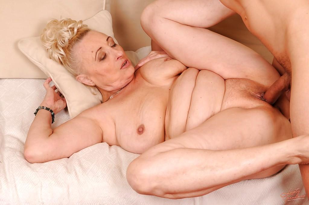 старые тетки любят секс крупным планом