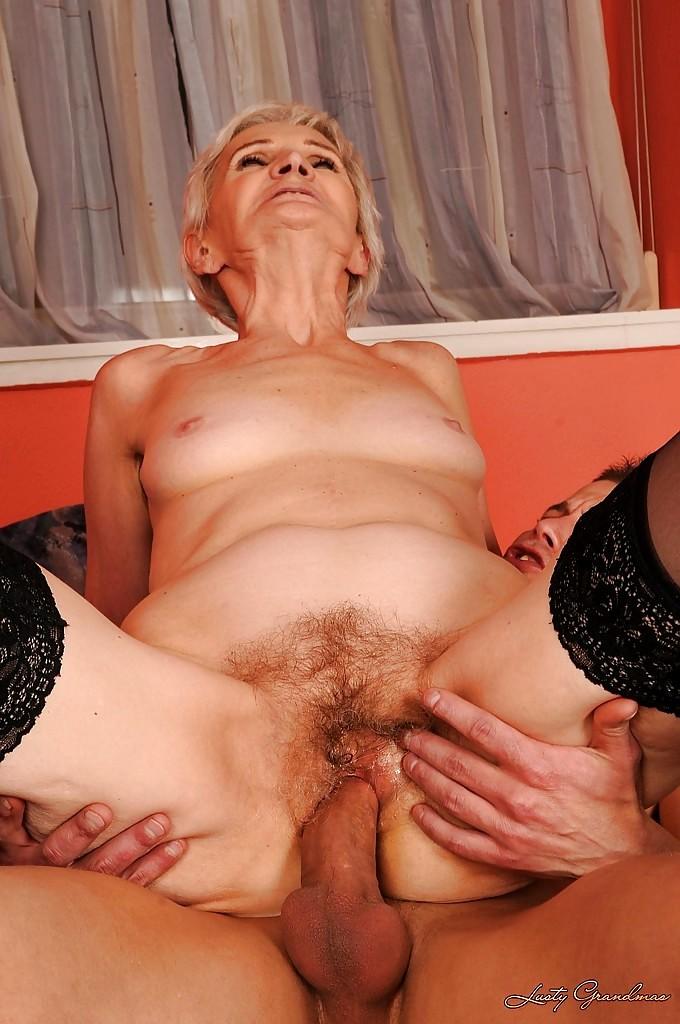 Смотреть порно видео старые женщины, фото секса парня с двумя девушками