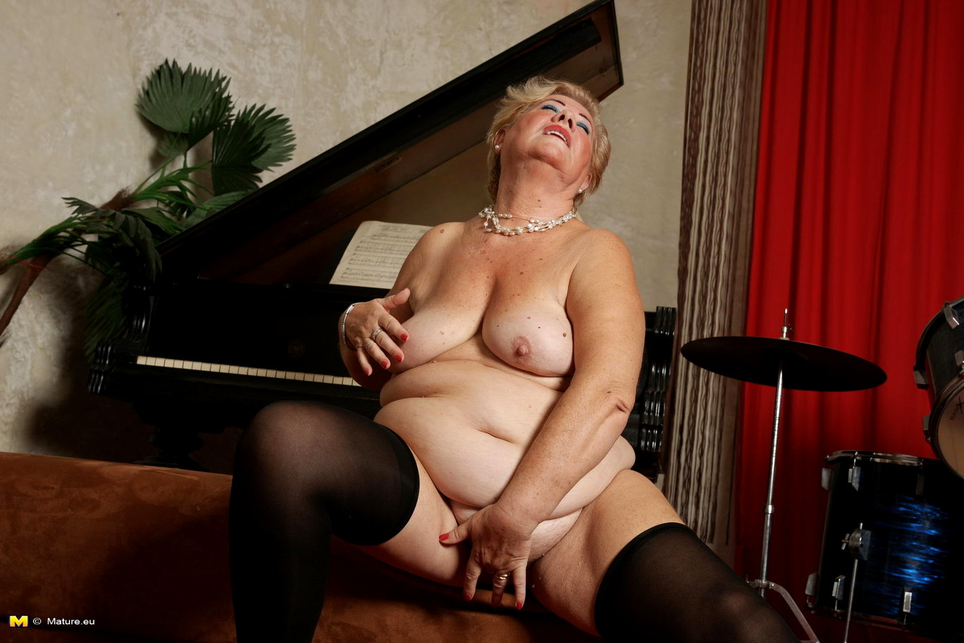 mature naked solo video lady