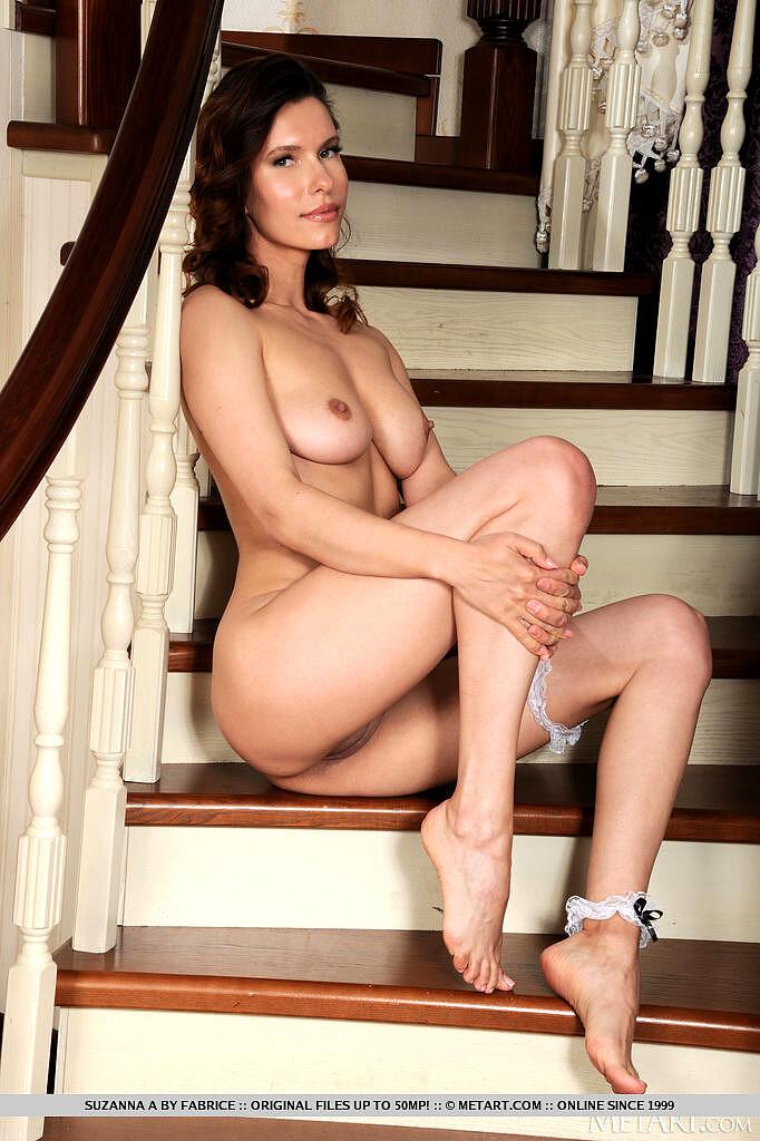 Suzanna Love  nackt