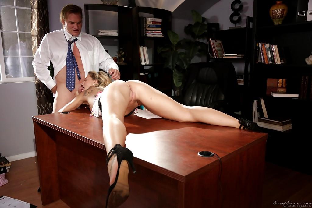 есть, где порно начальница исекретарша уверю, что абсолютно