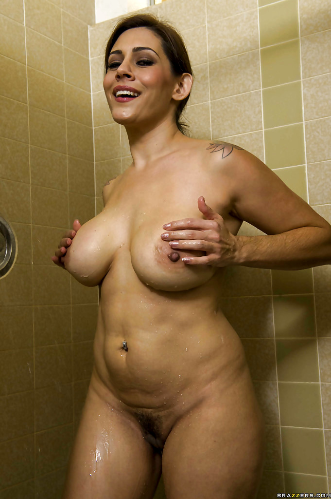 Nude Sexy Wife With Big Ass Under Shower Milf Flashing Pics, Real Amateurs