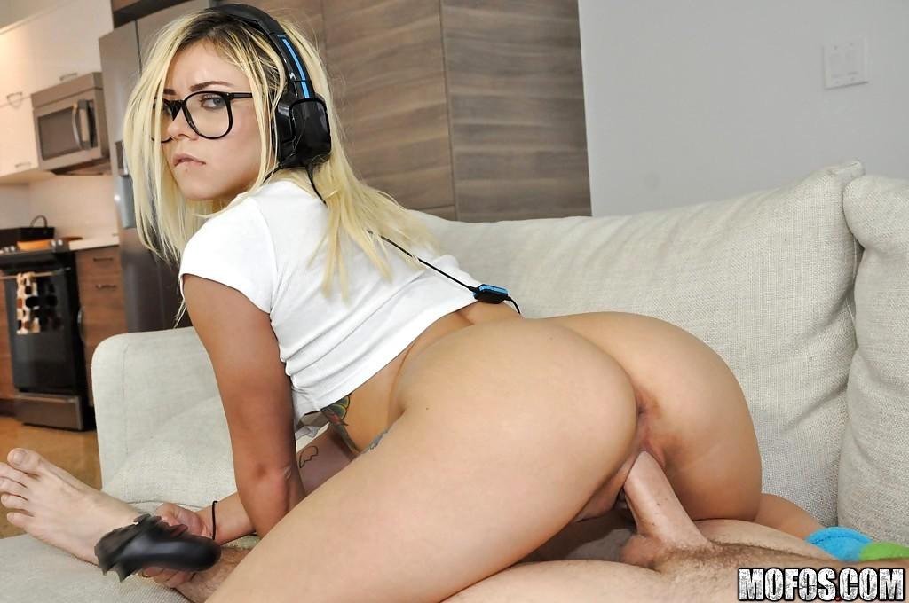 Blonde girl w nerdy glasses blowjob fuck facial porn pics