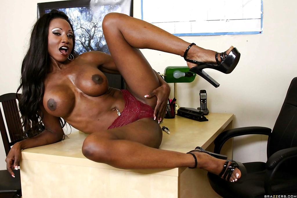 Sexy Moriah Mills Jerking Off