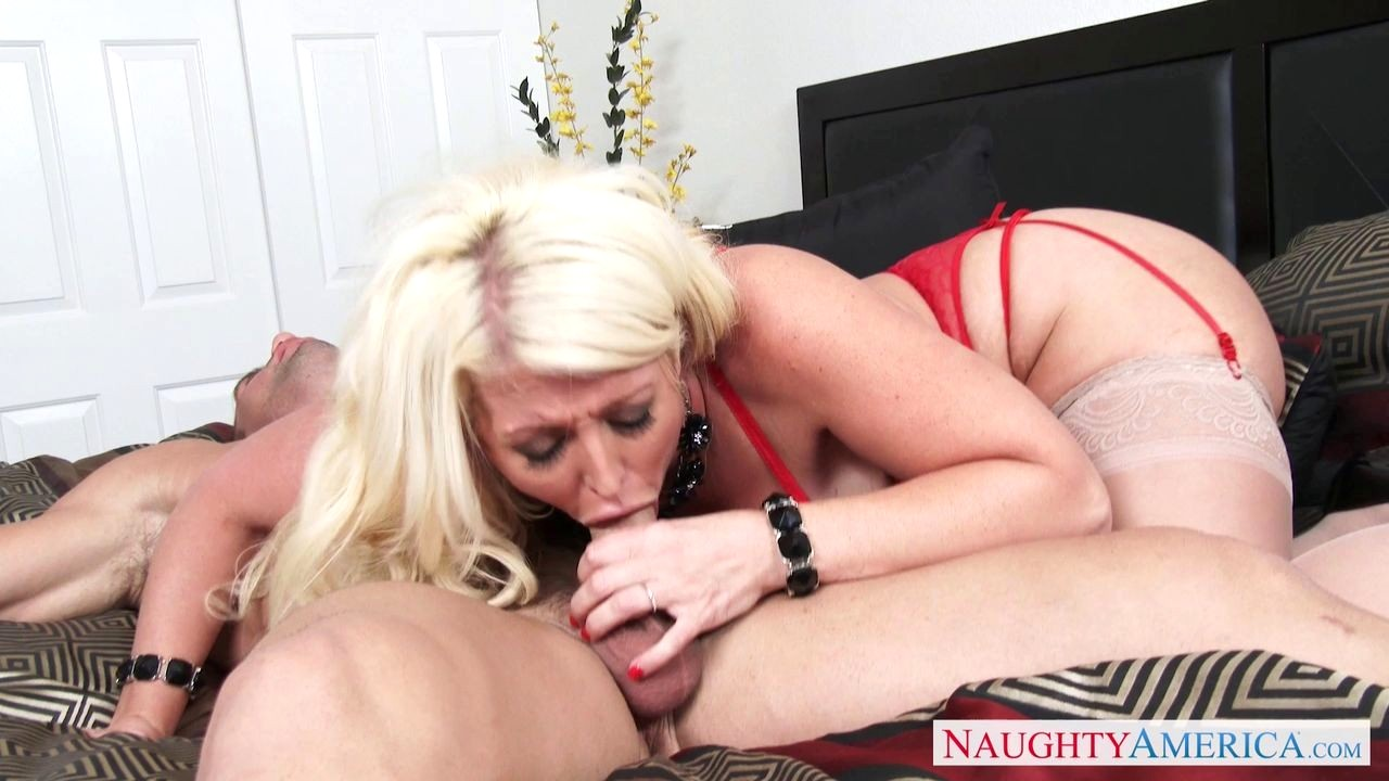Facials horny milf wife