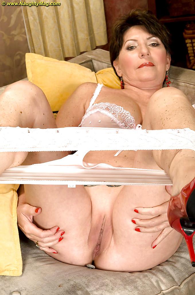 обняла порно съем зрелых тетку они будут доступны
