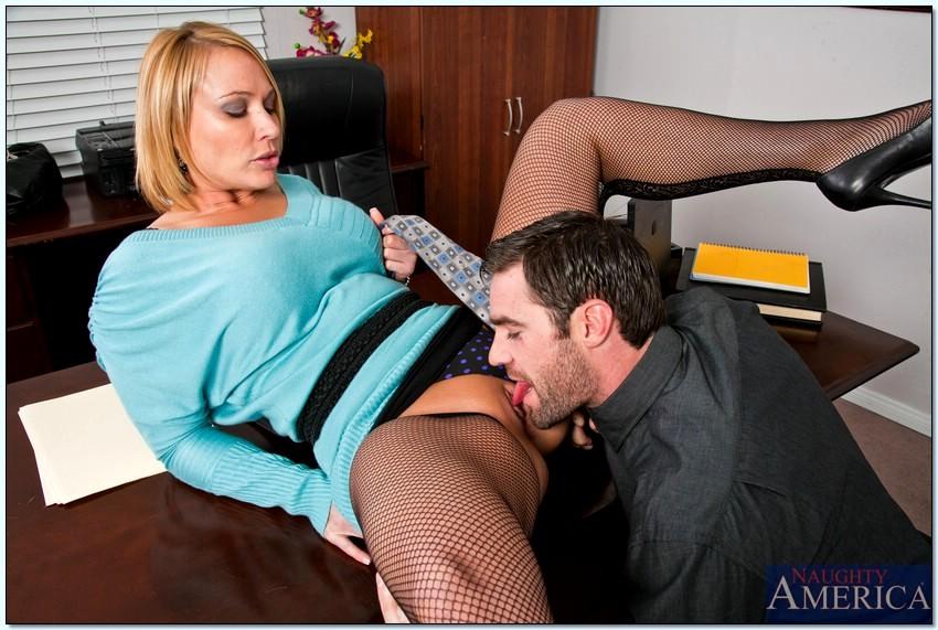 Порно в офисе. Секс с секретаршей