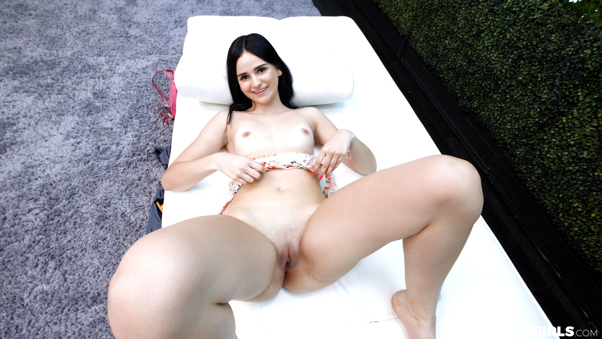 Violet Raye Raunchy Fuck In The Public Place