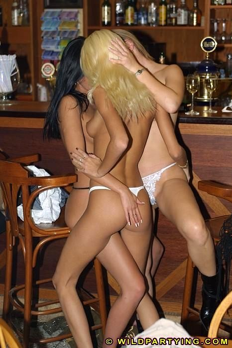 Lesbian Bars In Remo - Xxx Sex Photos