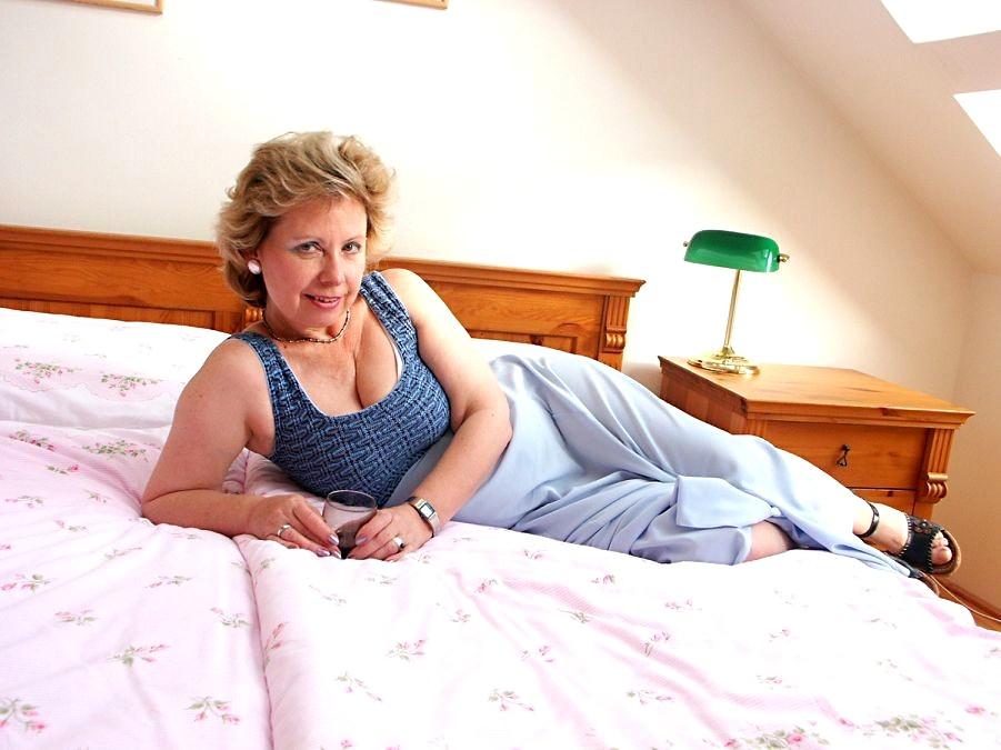 Older Woman Fun Olderwomanfun Model Delicious Housewife