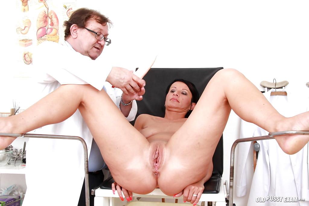 телочки у женского гинеколога видео