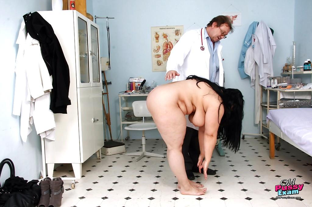 Фото голых толстушек на приеме у врачихи лесбиянки 8