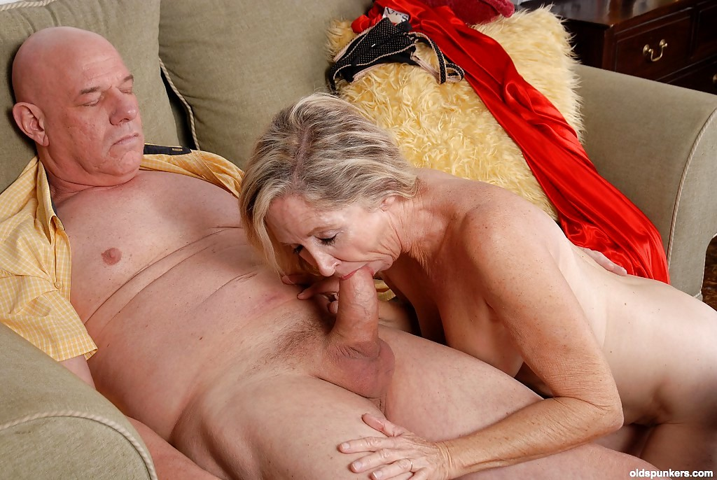 Hot classy milf julia ann takes a cock in her mouth amp hands 5