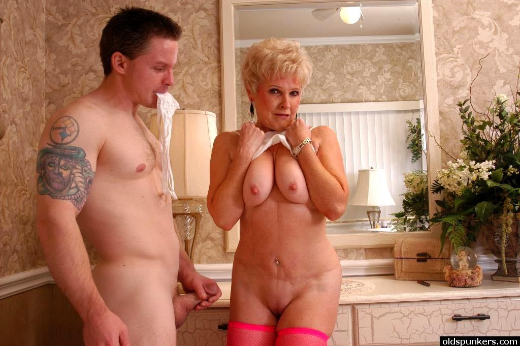 Смотреть порно со зрелыми дамами 24