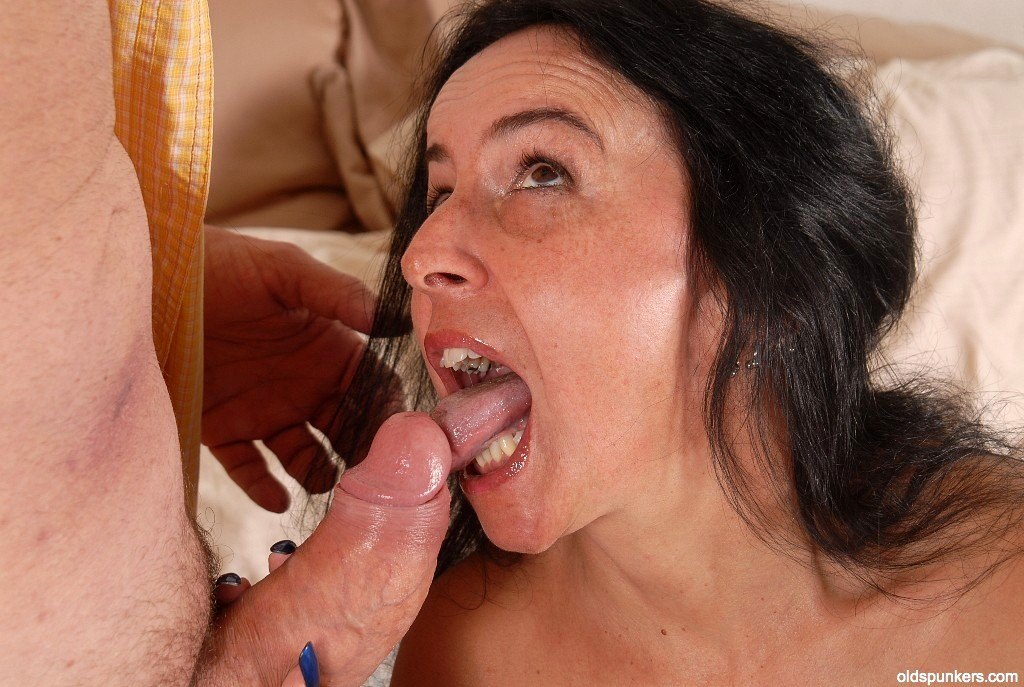 Free videos of mature cum swallowing 8