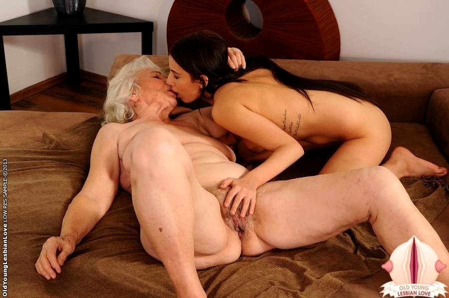 Young lesbian lovers-9833