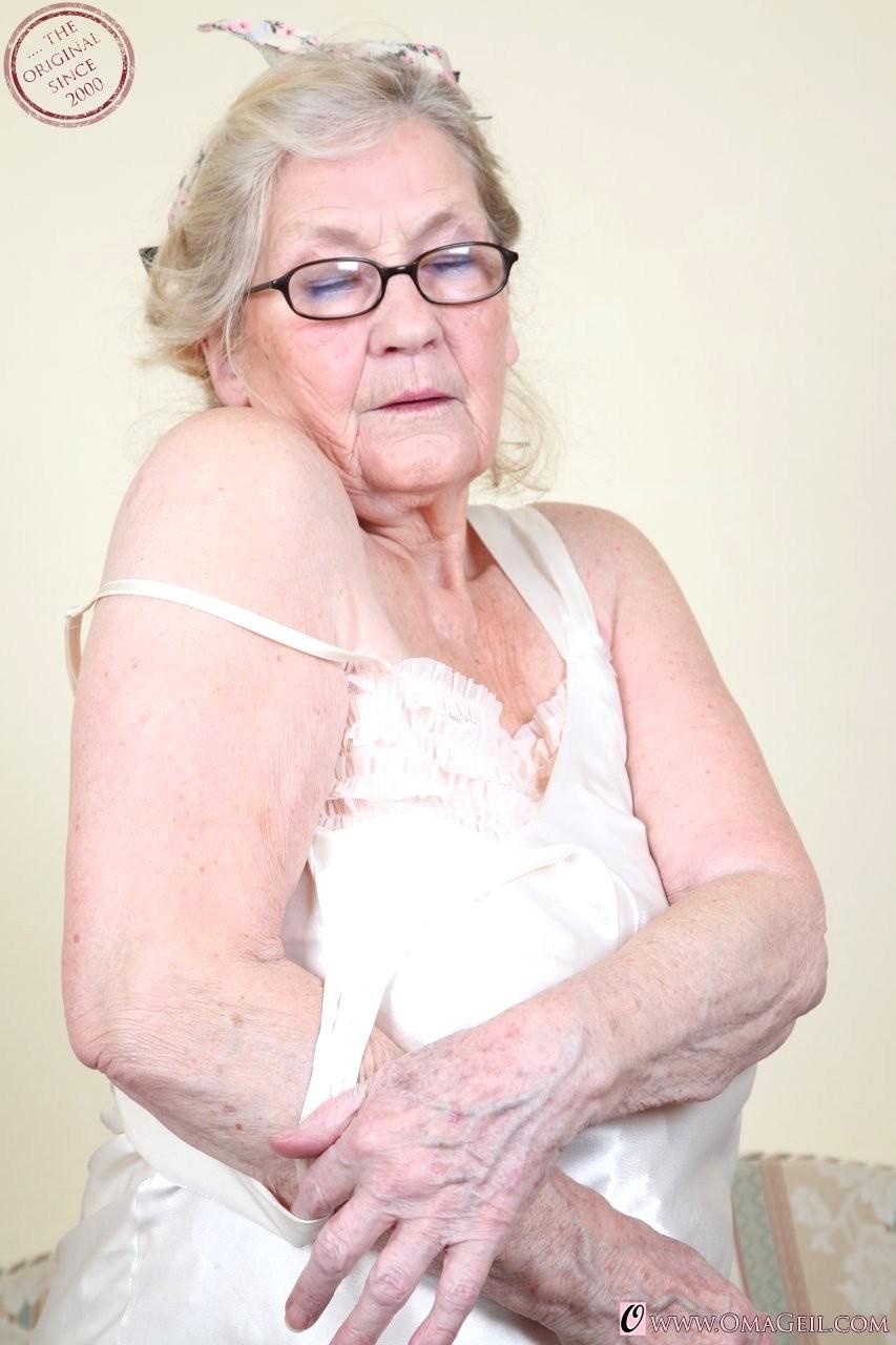 Oma geil granny nude
