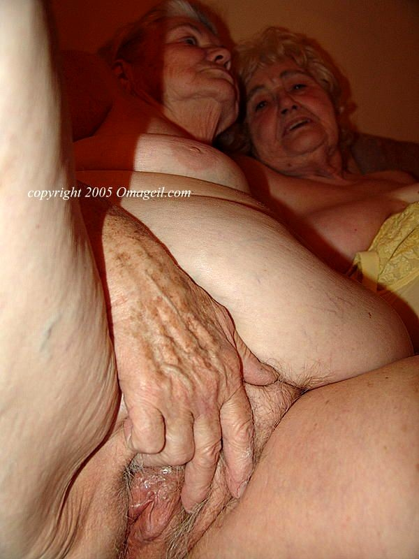 Lesbian lovers free pics