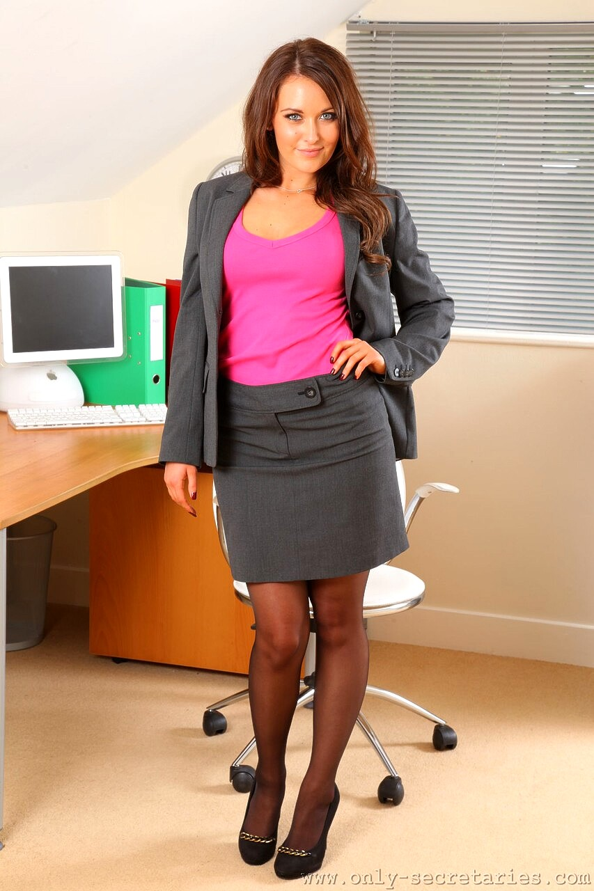 Only Secretaries Zoe Alexandra Stepdads Non Nude Outfit