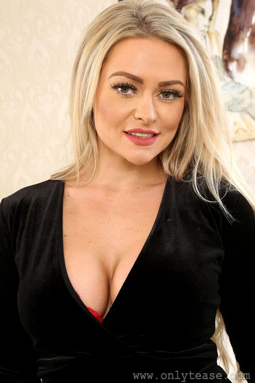 British bimbo Amy S strips and poses in provocative high