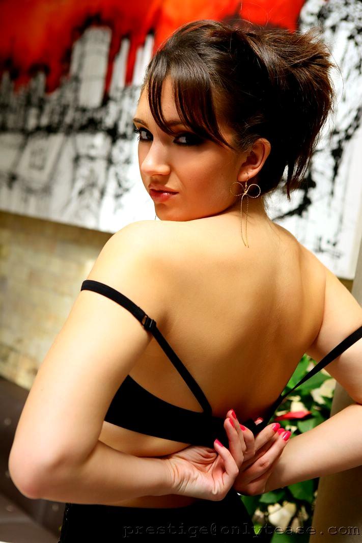 elizabeth hurley naked ass