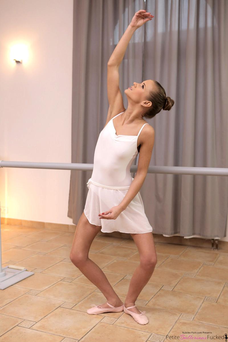 foot job sarah lanes Dancer
