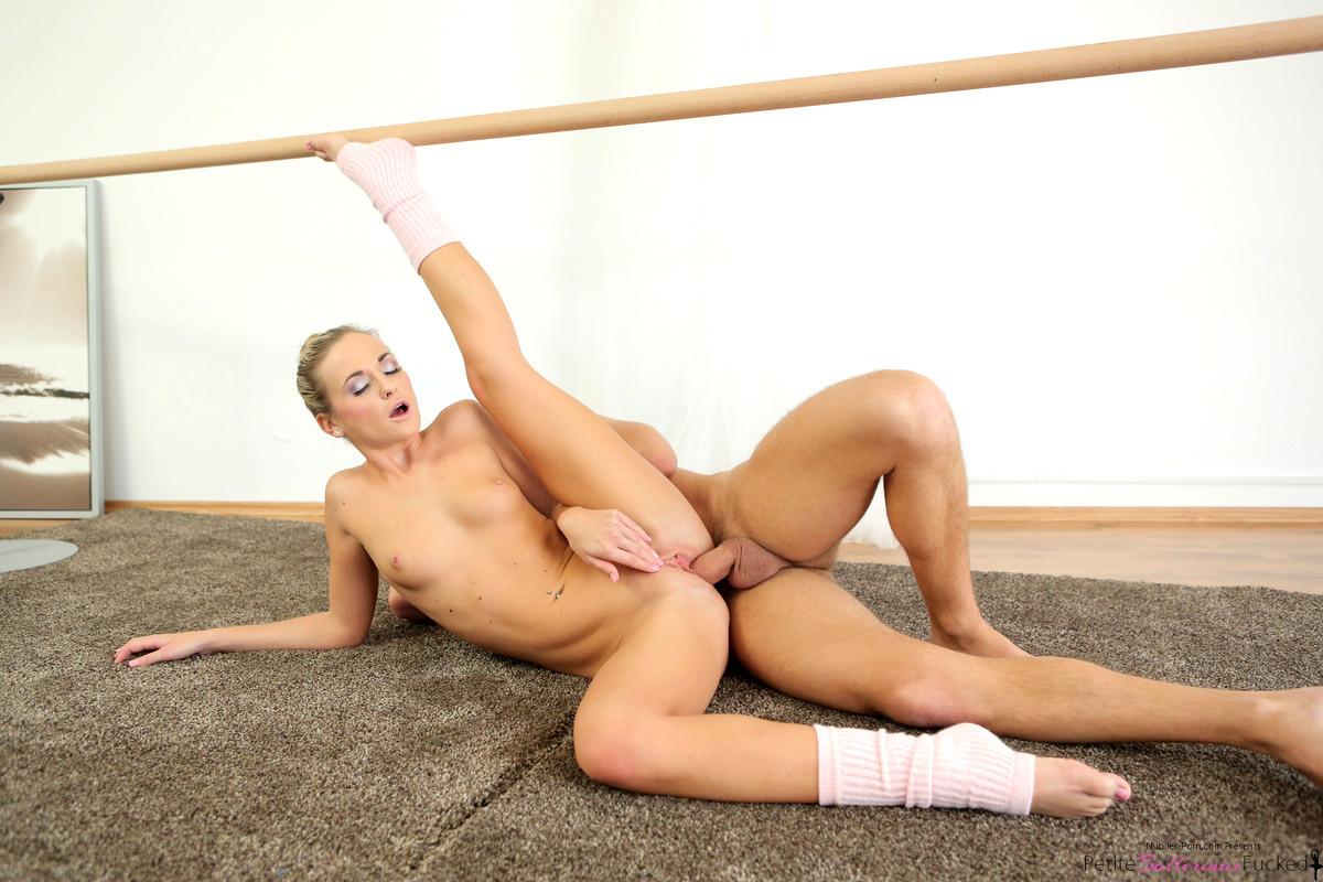 Hot gymnast fucking and sucking