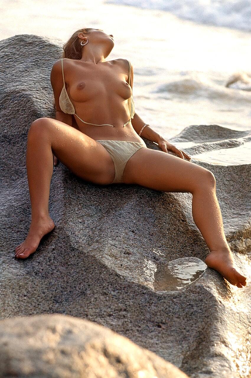 Laura Lyons  nackt