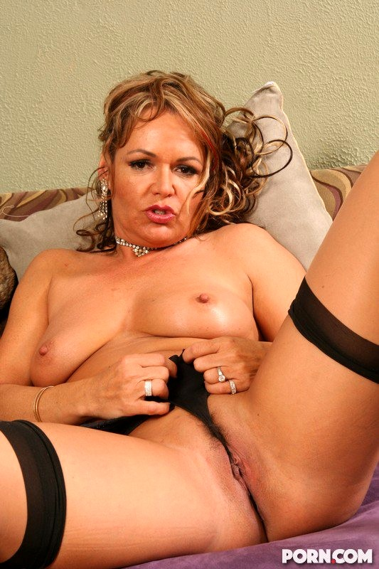 Mature Kelly Leigh