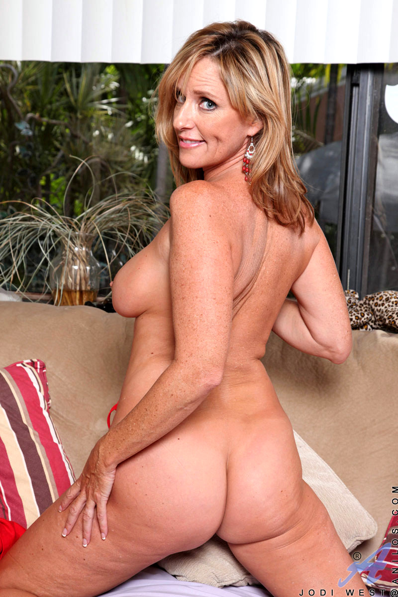 Good looking stacked milf jodi west with long legs and shaved pussy gets naked