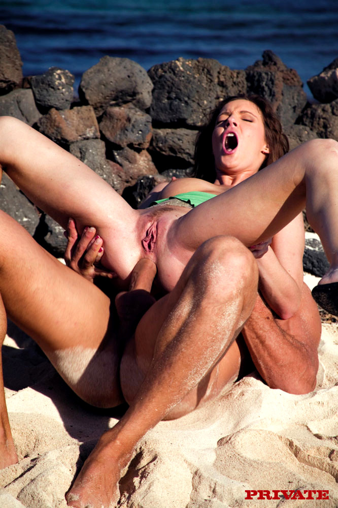 sex-anal-in-beach-picture