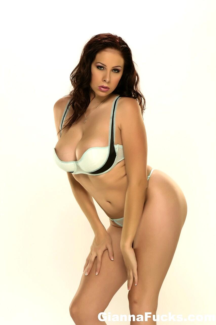 mature woman skinny spread legs