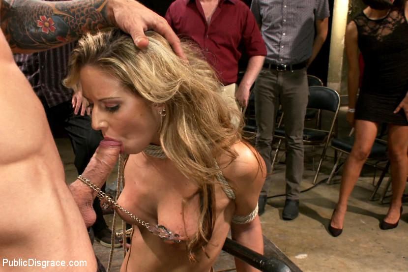 Видео порно актрисы на публике видео кончают влагалище