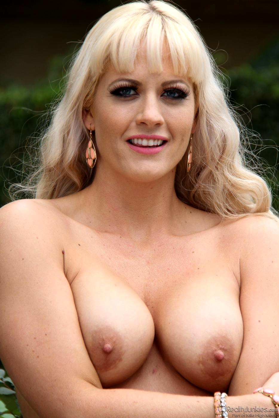 Young busty mia video