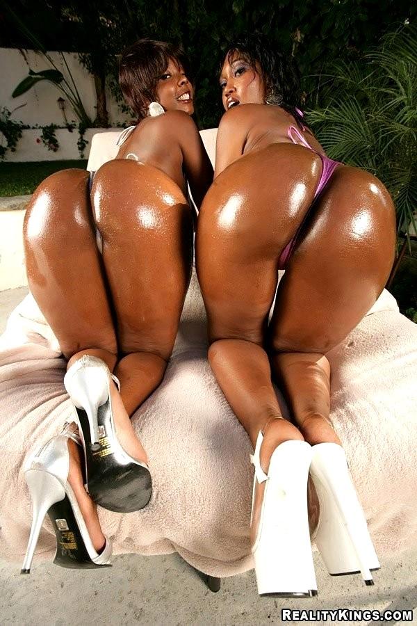 brown-ass-girls-sexy-big-breasts-in-skimpy-bikinis