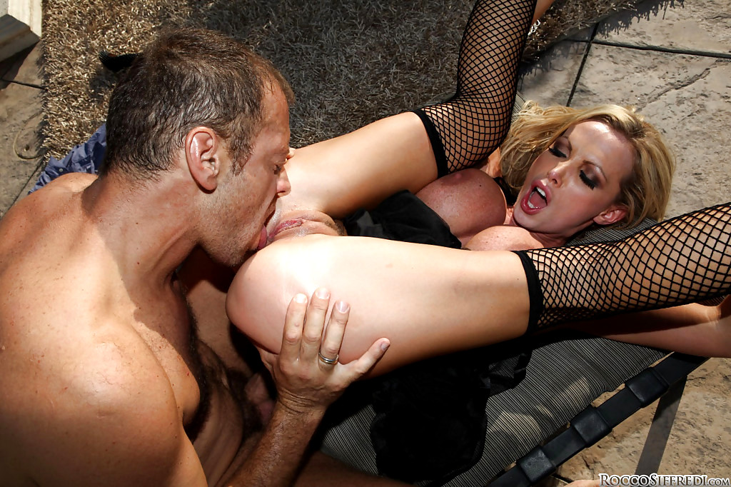 рокко сиффреди порно блондинка лижет жопу выбираете