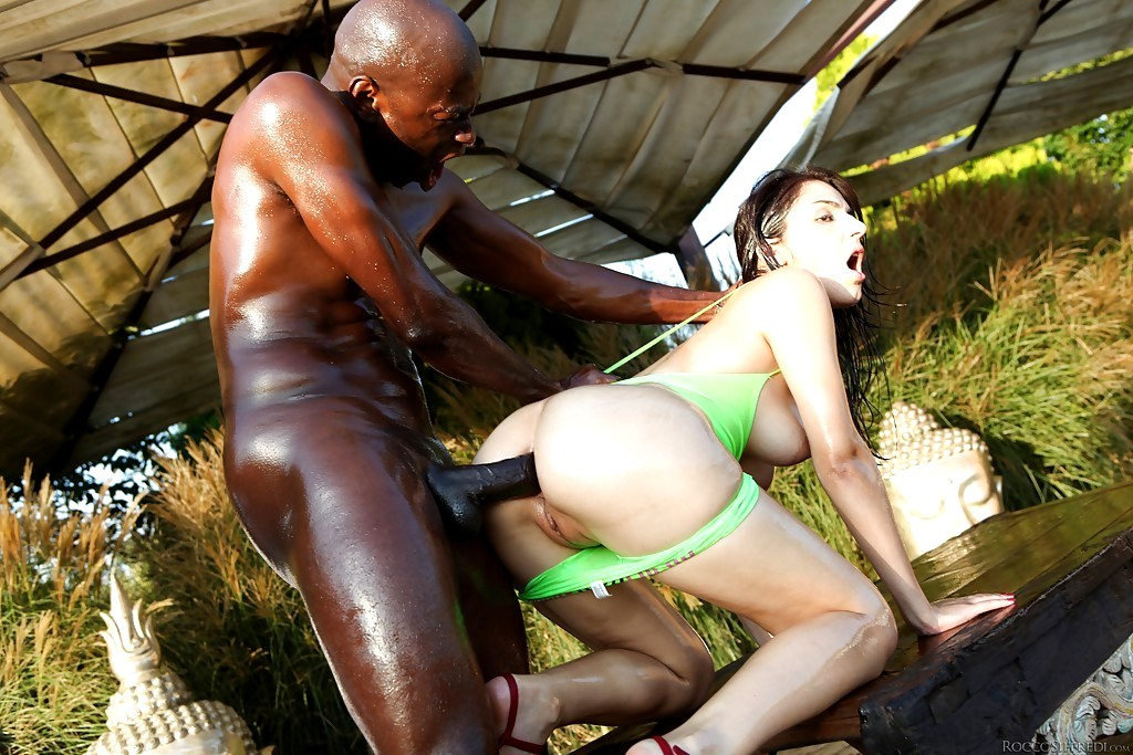 Watch luna corazon and kiki cyrus anal threeway sex outdoors